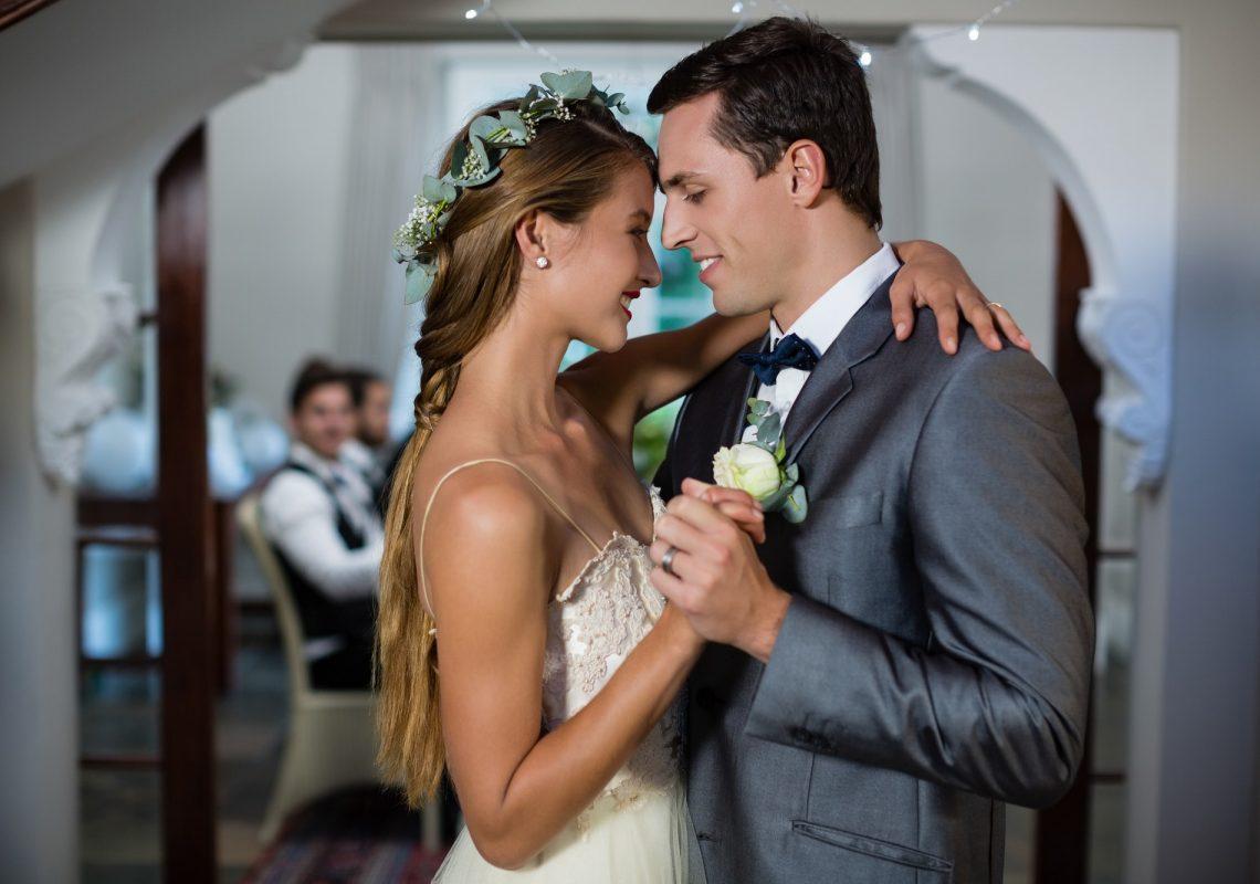 wedding-couple-dancing-in-hall.jpg